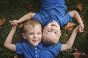 Casual family portraits in Harford County MD by Jen Snyder https://jensnyderphoto.com