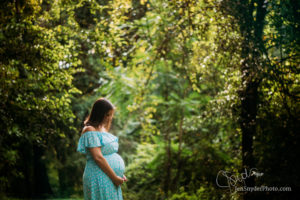 Bel Air, MD pregnancy maternity photographer Jen Snyder https://jensnyderphoto.com